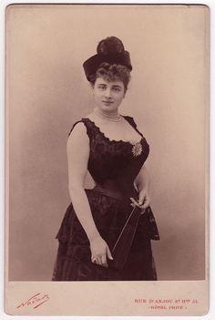Jeanne de Marsy wearing a star brooch, photo Nadar studio, Paris Victorian Photography, Vintage Photography, Edwardian Fashion, Vintage Fashion, Vintage Style, Women's Fashion, Victorian Portraits, Vintage Photos Women, Popular Actresses