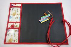 Tela de pizarra, portátil. Ideales para los pequeños de la casa. Con dos compartimentos para guardar las tizas y la esponja. De fácil manejo. Tela de Patchwork 100 % algodón. Medidas aprox. 40 x 50 cm. 18 €  http://www.telasytentaciones.com/es/inicio/nuestro-rincon-artesanal/con-hilos-y-agujas/1-pizarra-infantil
