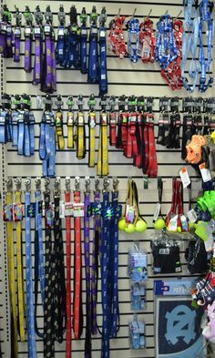 really collar and leash display favorite places Dog Grooming Shop, Dog Grooming Salons, Pet Store Display, Cat Hotel, Pet Spa, Dog Salon, Dog Accessories, Accessories Display, Pet Boutique