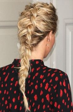 Click ahead for the how-to for Jennifer Lawrence's Dutch braid/reverse French braid hairstyle!