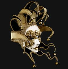 A luxury's mask in a complex elaboration with gold leaves  and a funny touch of the bell's sound.