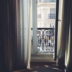Trendy apartment balcony paris mornings - All About Balcony Apartment Bathroom Design, Apartment View, Apartment Entryway, Apartment Balcony Decorating, Apartment Balconies, Diy Apartment Decor, Cool Apartments, Apartment Living, Balcon Juliette