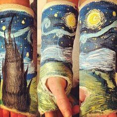 30 Pieces Of Cast Art That Almost Make A Broken Bone Worth It Since wrist surgery eventually. Cassandra Calin, Van Gogh Pinturas, Cast Art, Cool Stuff, Random Stuff, Funny Stuff, Funny Things, Random Things, Wow Art