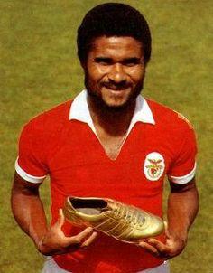 Eusébio. E esta noite morreu um dos melhores jogadores do mundo.