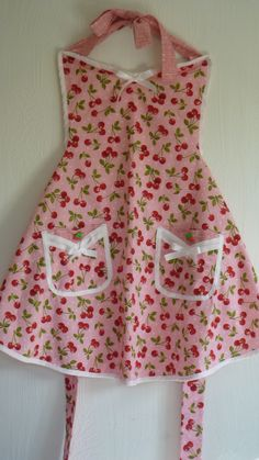 Sherry's Cherry Apron- nicely done.  I <3 everything about this feminine, yet retro look.