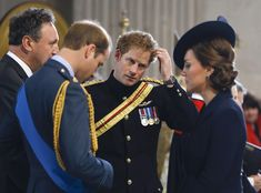 Prince Harry (C) stands with Prince William, Duke of Cambridge (L) and Catherine, Duchess of Cambridge as they arrive to attend a Service of Commemoration for troops who were stationed in Afghanistan on March 2015 in London, England. Kate Middleton Prince William, Prince William And Kate, William Kate, Prince Harry And Meghan, William Arthur, Prince Henry, Princesa Charlotte, Princesa Kate, Duchess Kate