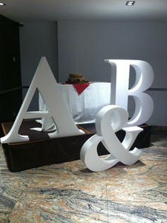 letras grandes bodas, letras gigantes bodas, iniciales bodas, letras en cartón, letras bodas baratas