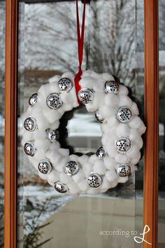 According to L: Snow & Jingle Bell Wreath, maybe not the cotton balls but i like the bells Noel Christmas, Christmas Signs, Christmas Projects, Winter Christmas, All Things Christmas, Handmade Christmas, Holiday Crafts, Christmas Wreaths, Christmas Decorations