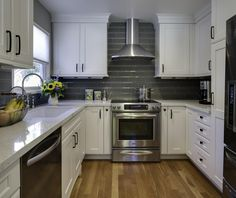 alley kitchens with gray and white backsplashes | ... Backsplash And White Kitchen Cabinets Plus Kitchen Hood With Kitchen