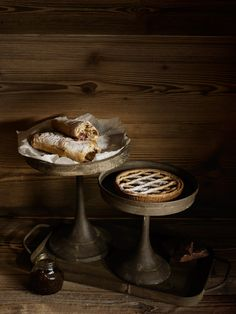 Doesn't this pastry biscuits and pie look the best? I want it so badly. I did this shooting with the help of Alexandra Rawlinson for the Möbel Pfister ( autumn catalogue. Check out the whole spread on my website. Furniture Decor, The Best, Harvest, Biscuits, Plates, Meals, Autumn Fall, Cooking, Wood