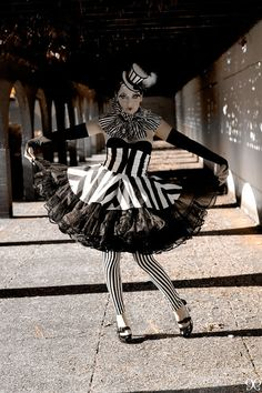 the night circus costume Lace Up Skirt, Stripe Skirt, Costume Harlequin, Halloween Outfits, Halloween Costumes, Costume Clown, Girl Halloween, Marionette Costume, Dance Costume
