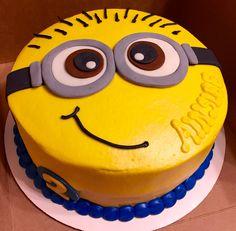 Minion cake #minions #kidsbirthday #cakedecorating #minioncake