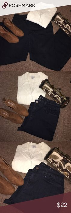 The Platinum Trousers By Chicos size 1 Gorgeous and the most comfortable jeans ever! Super cute, and the look awesome. Chico's Jeans