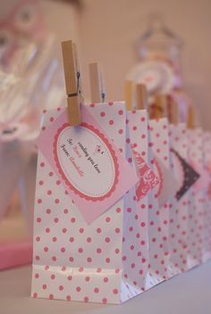 Polka dot party favor gift bags - sweet! I would mod lodge some matching paper on those clothes pins.