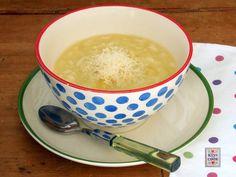 IL risotto-minestra, chiamato così perché ha una consistenza finale a metà tra il risotto e la minestra, è semplice da preparare e veramente leggero.