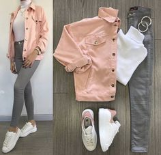 White turtle neck, grey jeans, pink denim jacket and white superstars. Grey Jeans Outfit, Pink Denim Jacket, Jeans Dress, Denim Jacket Tumblr, Denim Jacket Outfits, How To Wear Denim Jacket, Jacket Jeans, Dress Skirt, Mode Outfits