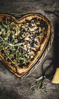 Suppilovahveropiirakka   Maku How To Dry Basil, Nom Nom, Good Food, Fun Food, Cabbage, Food And Drink, Cooking Recipes, Herbs, Baking