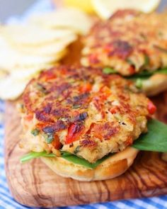 Crab Cake Sliders with Spicy Mayo | foodgio