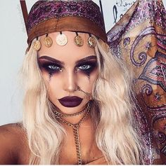 Are you looking for inspiration for your Halloween make-up? Browse around this website for scary Halloween makeup looks. Halloween Inspo, Halloween Costumes For Teens, Halloween Makeup Looks, Halloween 2017, Creepy Halloween, Halloween Costume Makeup, Halloween College, Modern Halloween, Group Halloween