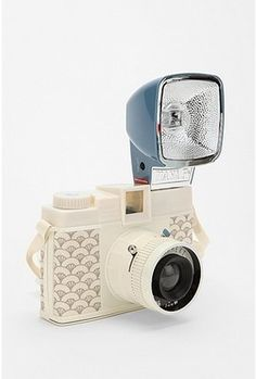 I WANT THIS CAMERA. Even if I just end up using it as decor on a shelf.