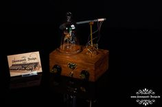 Steampunk Modern Tube Radio by Admiral Aaron Ravensdale from Steampunk Design. Picture by Thomas Clemens Photography.