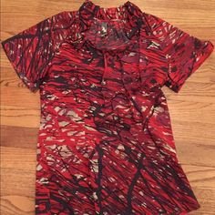 Short Sleeved blouse size XS Short sleeved blouse with Ruffled collar and tie accent by neck. Originally purchased from Nordstrom. Size is XS.  Nice and fitted and very  figure flattering. Looks great with a black or gray suit for work or pencil skirt. Material is 98% silk and 2% spandex. Mia Via Tops Blouses