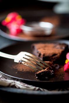 Skinny Flourless Dark Chocolate Cake | Gluten Free | Dairy Free | Vegetarian | Dessert | Healthy Seasonal Recipes | Katie Webster