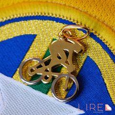 Olimpíadas Rio 2016 Daqui a pouco inicia a competição na modalidade Ciclismo de Pista, torça usando as Semijoias Lire Acessórios. Adquira já o seu símbolo de paixão pela bike! Whatsapp 11 95249-6050 www.lireacessorios.com.br #LireAcessorios #AmoLire #UsoLireAcessorios #Semijoias #FolheadoaOuro #InstaJoias #AmoAcessorios #Joias #AcessoriosdoDia #Tendencia #PingenteDeBicicleta #Olimpiada2016 #OlimpiadaRio2016 #Ciclismo #CiclismoDePista