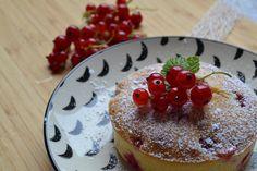 """Les moelleux aux groseilles de Manue du blog """"Hum, ça sent bon..."""" inspirés du blog """"L'heure du cream"""" Sent Bon, Panna Cotta, Muffins, Sweets, Ethnic Recipes, Desserts, Blog, Fruit Salad, Dulce De Leche"""