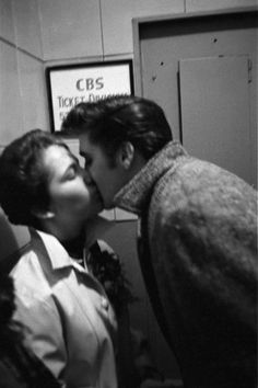 Kiss From a King, 1956 - Elvis Presley Photos From New York and Richmond…