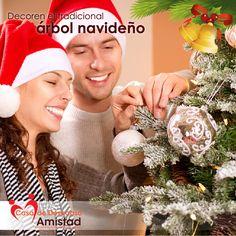 La decoración del Árbol de Navidad es mejor si se comparte en familia.