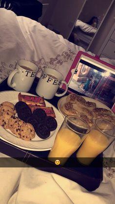 Image in Mein Stil collection by aya on We Heart It Sleepover Food, Movie Night Snacks, Snap Food, Food Snapchat, Think Food, Food Goals, Aesthetic Food, Food Cravings, Baking Ingredients