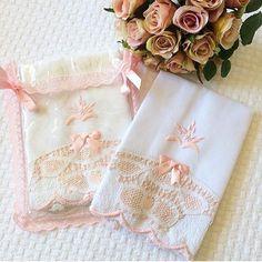 • 🌸 TOALHA DE MÃO com Renda Renascença 🌸 || Um charme para nosso lavabo 💕✨ www.artesemimosdami.com.br