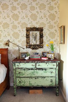 love the wallpaper and the jewelry storage