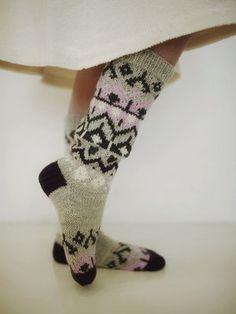 Vauvan vaaleanpunainen asustesetti Novita Nalle | Novita knits Colorful Socks, Knitting Socks, Knitwear, Knitting Patterns, Fashion, Socks, Knit Socks, Moda, Knit Patterns