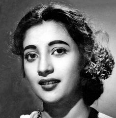 Classic Actresses, English Actresses, Beautiful Actresses, Indian Film Actress, Best Actress, Indian Actresses, Suchitra Sen, Old Film Stars, Bollywood Heroine