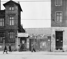 Berlin, 1952 Fruchtstraße # V, 71–76, zwischen Lange Straße und Müncheberger Straße (Ausschnitt)   © Arwed Messmer, fotografiert von Fritz Tiedemann, rekonstruiert und interpretiert von Arwed Messmer
