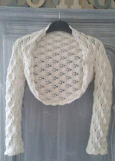 """Boléro couvre épaules """"Au bonheur des Dames"""" en dentelle tricot Fait main pour Femme ou ado : Pulls, gilets par maroussia-creativ"""