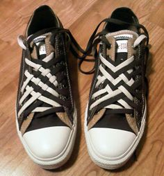 Black & brown Converse Double Uppers with white trim and black & white combination of Double Lacing and Lattice Lacing (from Kevin K) How To Tie Converse, Brown Converse, Ways To Lace Shoes, How To Tie Shoes, Ways To Tie Shoelaces, Shoe Lacing Techniques, Diy Clothes And Shoes, White Trim, Black White