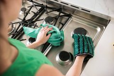 Cleaning with ENJO is as simple as a quick wet, wipe and dry with the Kitchen Glove and Miracle. Kitchen Gloves, Clean Kitchen Cabinets, Chemical Free Cleaning, Clean Pores, Wet Wipe, Green Cleaning, Natural Cleaning Products, Cleaning Hacks, Healthy Lifestyle