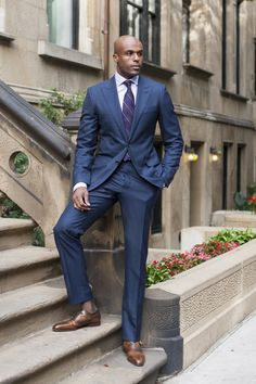Great blue suit for men with a proper tie. Dress Suits For Men, Suit And Tie, Mens Suits, Men Dress, Men In Black, Hot Black Guys, Mode Masculine, Sharp Dressed Man, Well Dressed Men