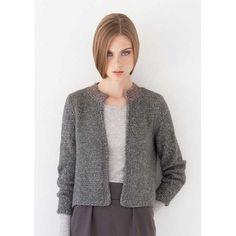 Kort jakke i glatstrik med hæklet krave i strikkemagasin