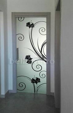 32 super ideas for sliding glass door kitchen Window Glass Design, Frosted Glass Design, Frosted Glass Door, Sliding Glass Door, Door Design, Wall Design, Ceiling Design, Glass Etching Designs, Glass Painting Designs