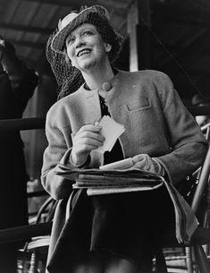 Elizabeth Arden was een Canadese zakenvrouw die in de Verenigde Staten een groot cosmeticaconcern opbouwde. #supervrouw #ElizabethArden
