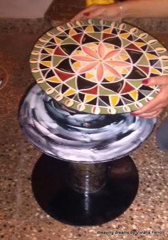 DIY: Paso a paso de una mesa auxiliar con materiales reciclados y decorada con un mandala.