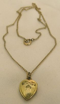 VINTAGE VICTORIAN LMFG CO CHILDS 12K GOLD FILL ENGRAVED TINY LOCKET PENDANT NECKLACE!