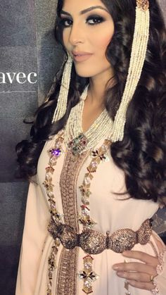 Caftan Moroccan Caftan, Arab Women, House Dress, Traditional Dresses, Pretty Outfits, Glamour, Wedding Dresses, Womens Fashion, Clothes