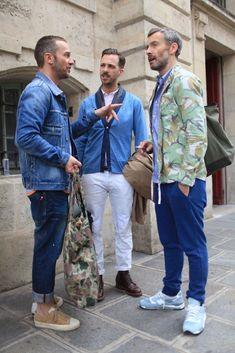 皆、おしゃれですが右の人のジャケットの柄が気になります。