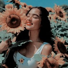 is that andrea brillantes in the fucking sunflower maze in my hometown Kpop Aesthetic, Aesthetic Photo, Aesthetic Girl, Aesthetic Pictures, Photo Reference, Art Reference, Aesthetic Vintage, Photo Poses, Portrait