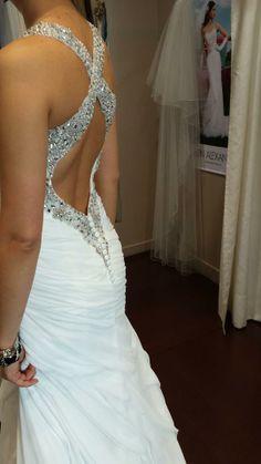 Beautiful back in Lillian West style no. 6310. Vintage, sexy style. Our Bride before wedding day. Nasza klientka w sukni ślubnej z głęboką linią pleców. Przygotowania do ślubu. https://www.facebook.com/MissCherie.Salon